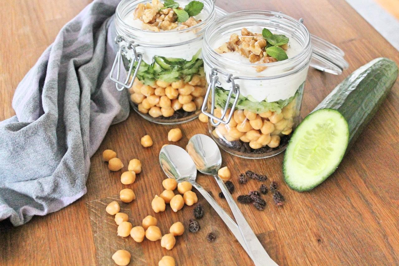 Gesund essen im Büro: Minz-Joghurt mit Kichererbsen