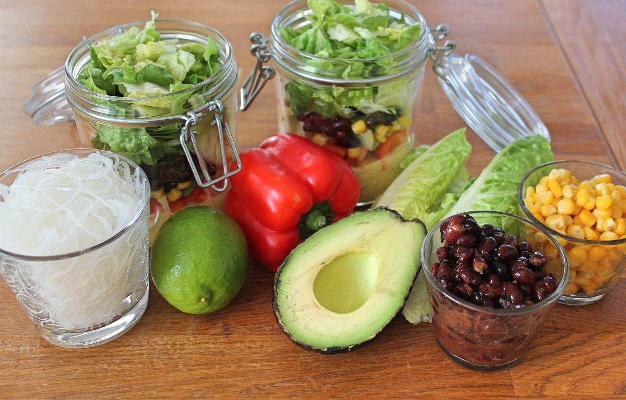 Gesund essen im Büro: Salat im Glas