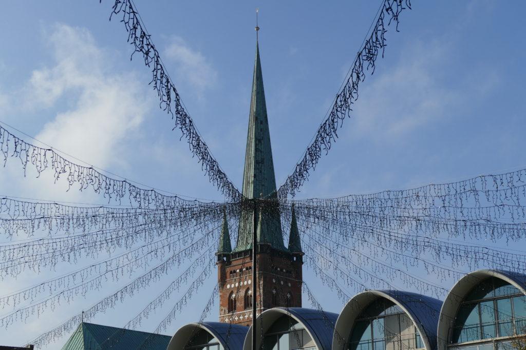 Auf dem Rathausmarkt in Lübeck